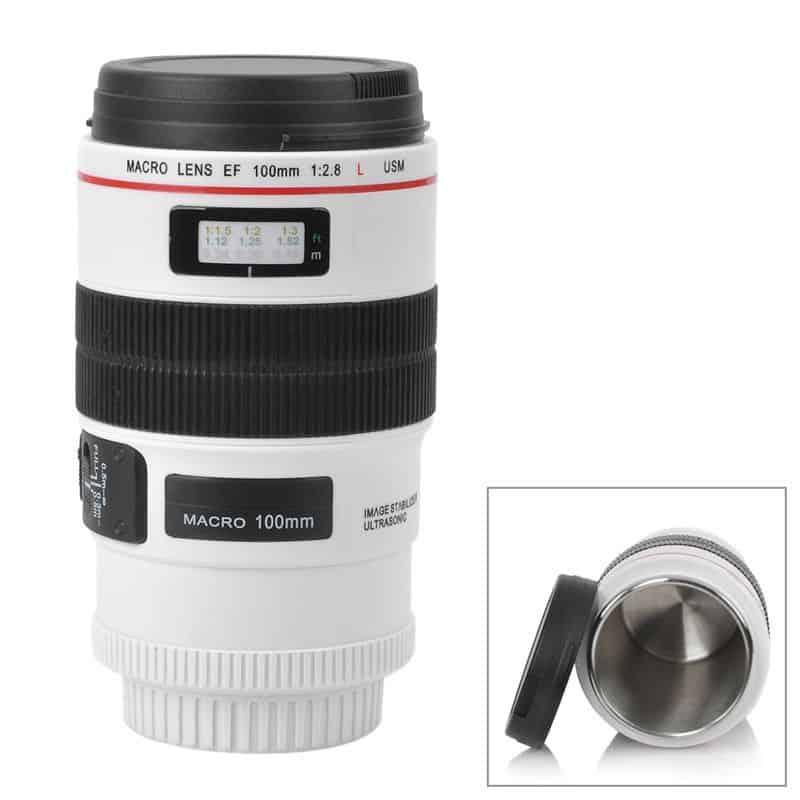 Cana termos tip obiectiv foto, 350 ml, alba. Cana termos cu un design deosebit si foarte ingenios asemanator unui obiectiv foto.
